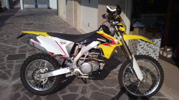 vendo moto enduro suzuki rmx 450 2011 solo enduro. Black Bedroom Furniture Sets. Home Design Ideas